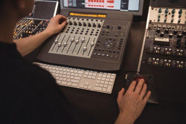 オリジナル楽曲の制作を外注するメリット・デメリット