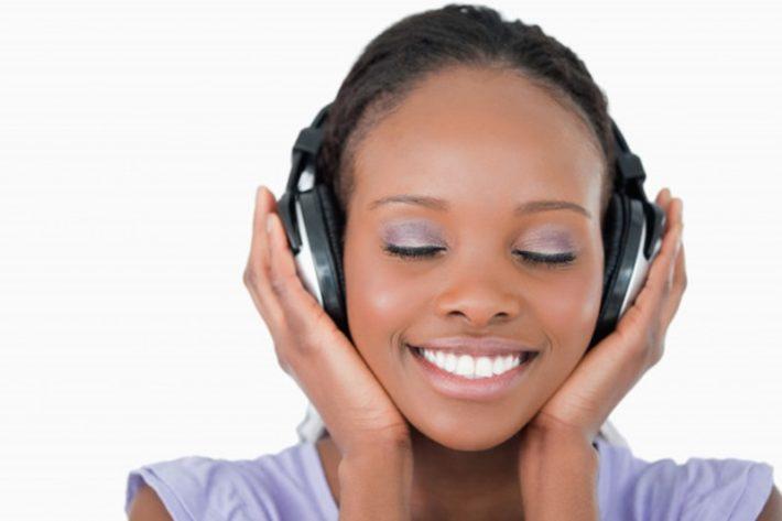 繰り返し音源を聴いて音感を鍛える