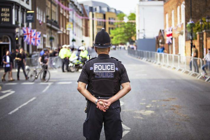 路上ライブで警察に声をかけられる3つの理由