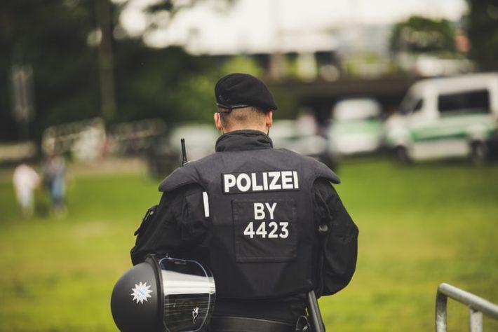 警察が周辺に迷惑をかけると判断した