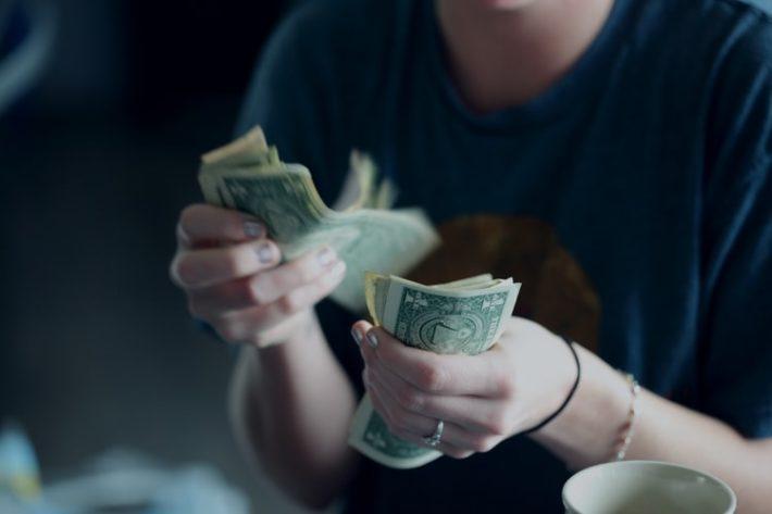稼いだお金は課税対象になる