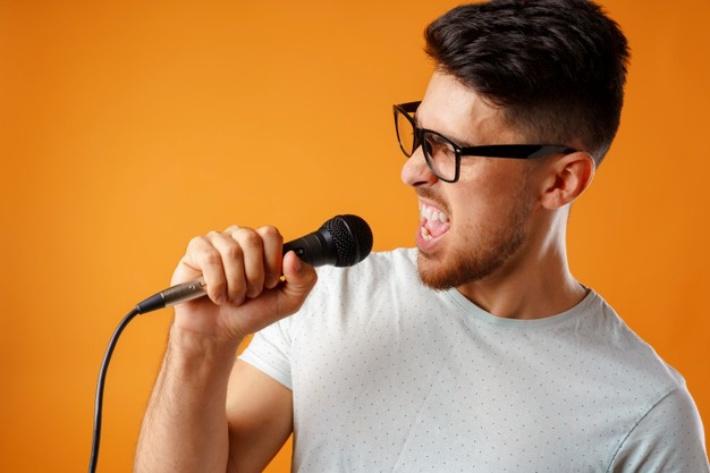 声帯周辺の筋肉を鍛える
