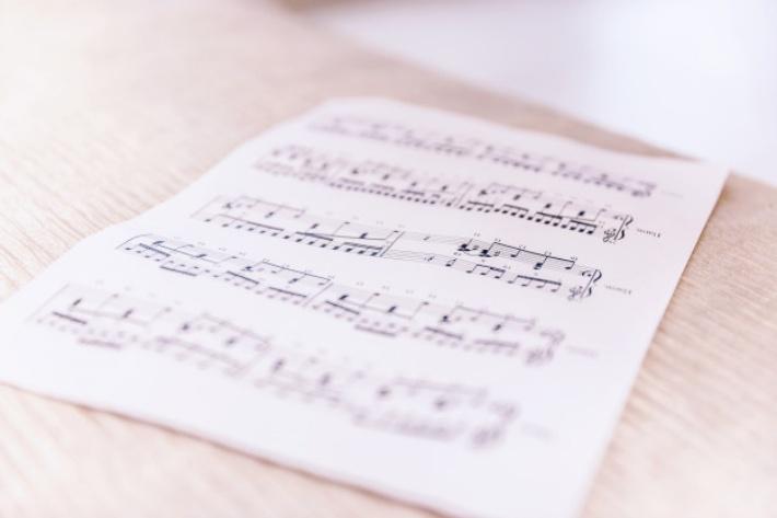 イメージに近い曲のコード進行を真似する