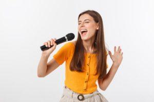 音階でメロディを歌う